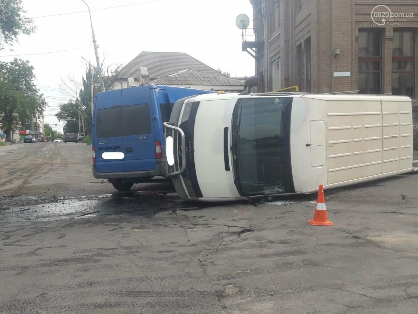 В старой части Мариуполя перевернулся микроавтобус, - ФОТО, фото-6