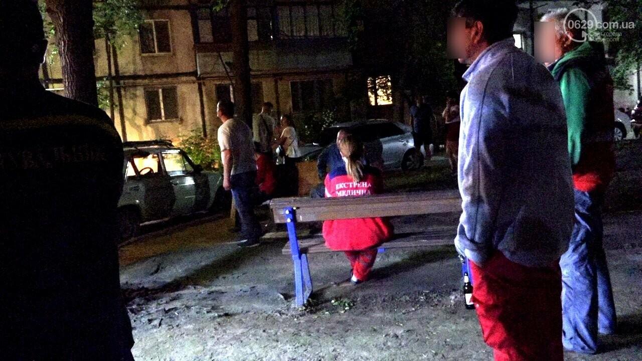 Люди выбегали из дома в одних трусах. В Мариуполе ночью горела квартира в многоэтажке, - ФОТО, фото-11