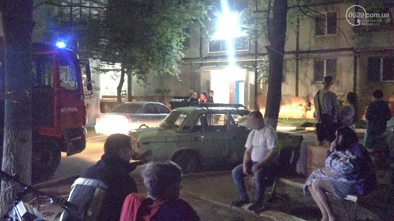 Люди выбегали из дома в одних трусах. В Мариуполе ночью горела квартира в многоэтажке, - ФОТО, фото-14
