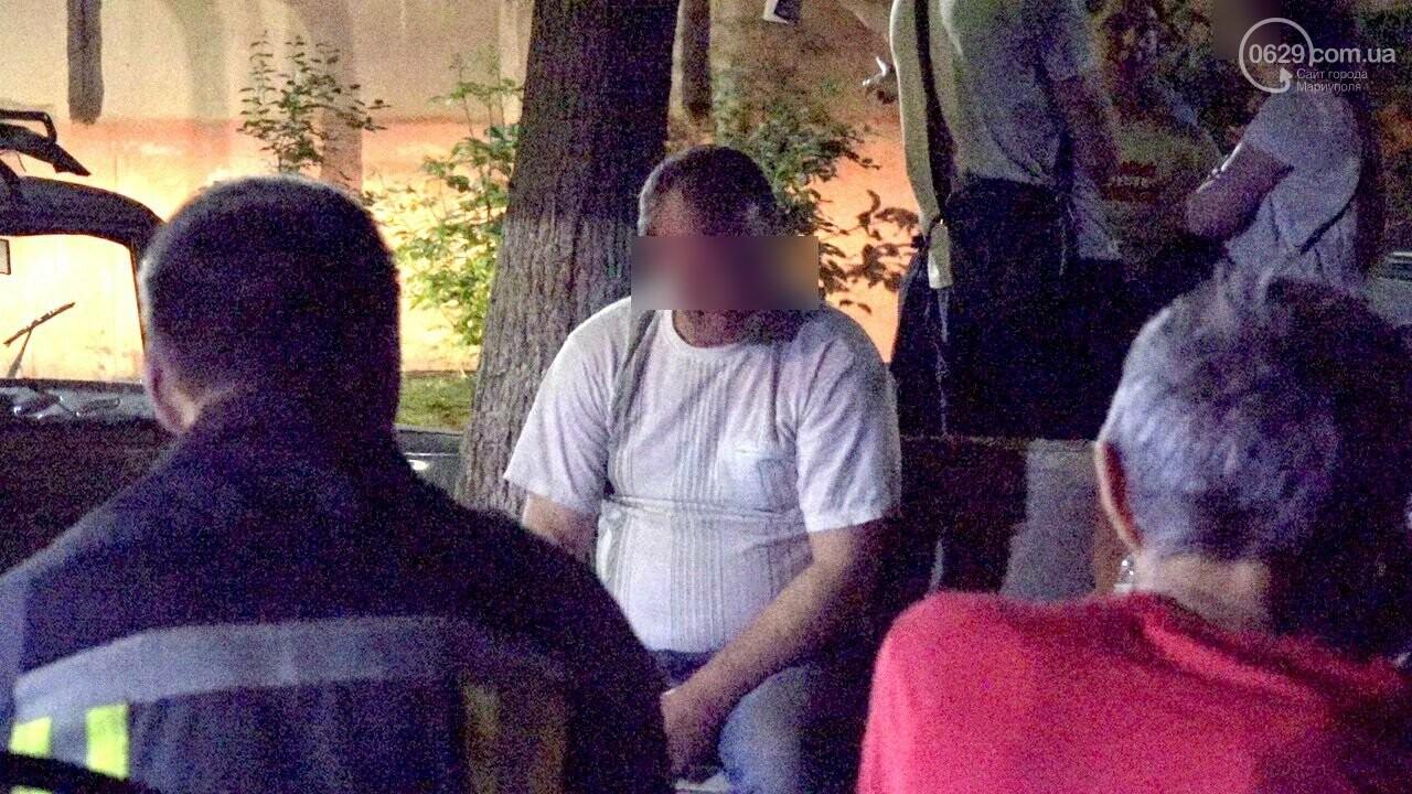 Люди выбегали из дома в одних трусах. В Мариуполе ночью горела квартира в многоэтажке, - ФОТО, фото-17