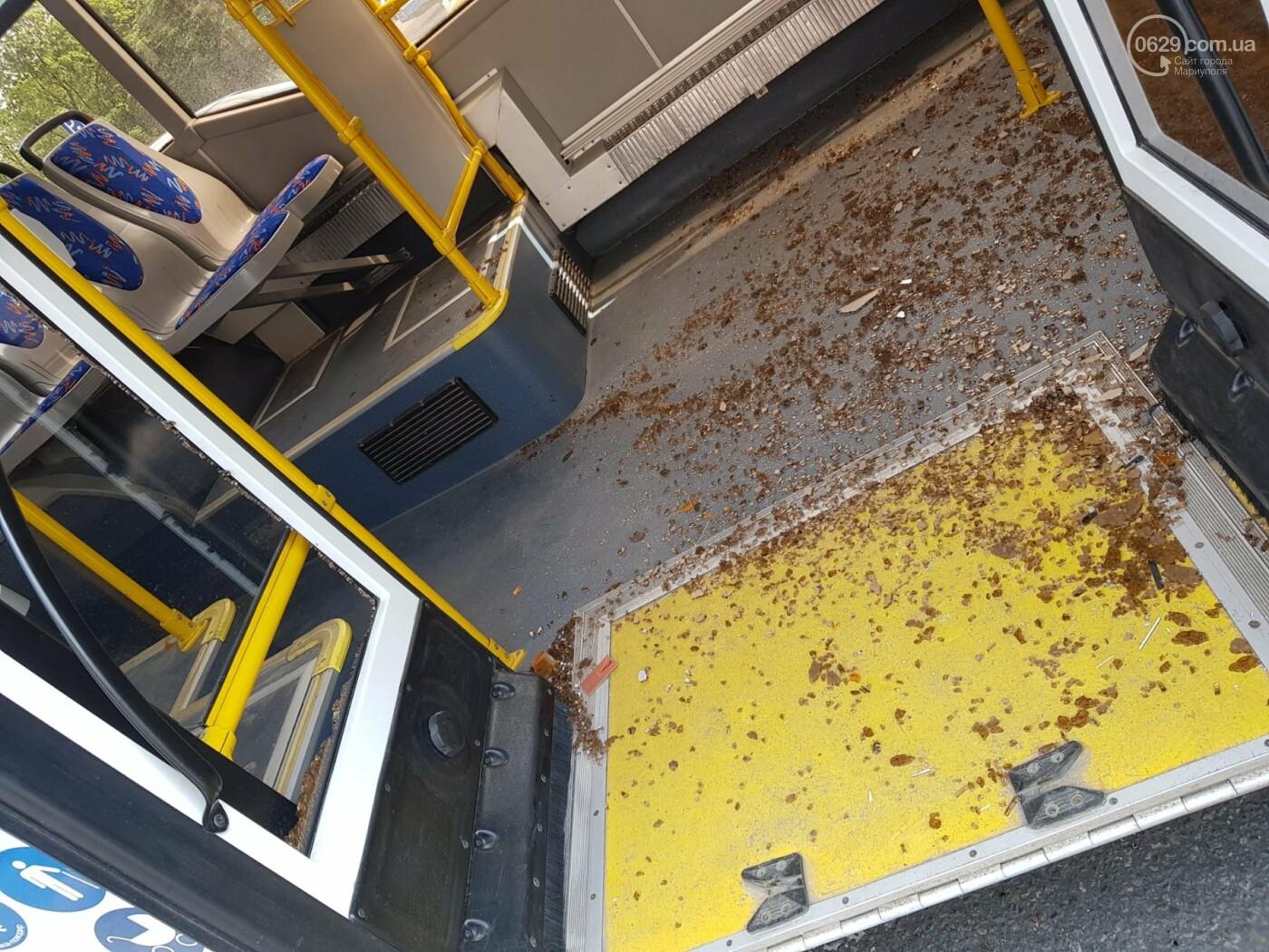 В самом центре Мариуполя столкнулись автобус и троллейбус, - ФОТОФАКТ, фото-4
