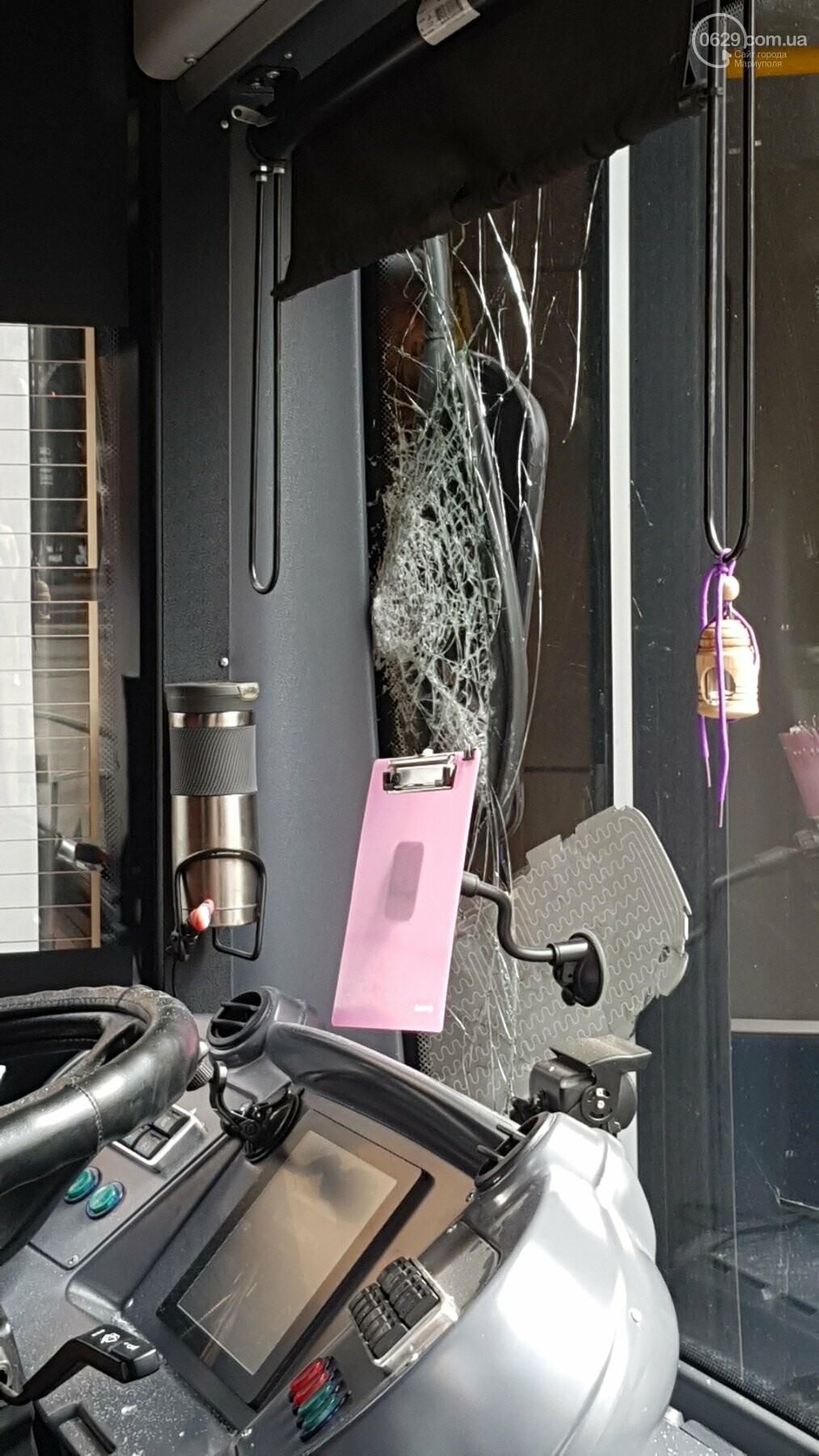 В самом центре Мариуполя столкнулись автобус и троллейбус, - ФОТОФАКТ, фото-3