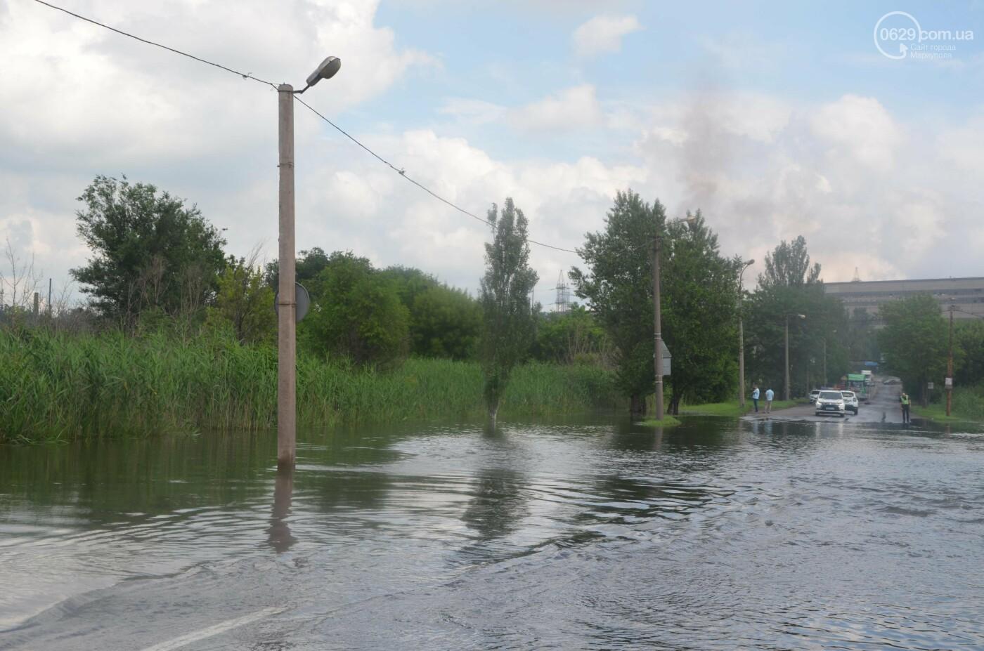 Разлилась река. В Мариуполе затопило дорогу, - ФОТОРЕПОРТАЖ, фото-1