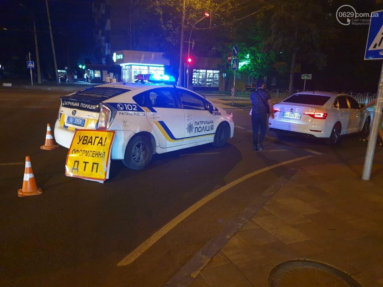 Кто виноват? В Мариуполе автомобиль на пешеходном переходе столкнулся с велосипедистом, - ФОТО, фото-4