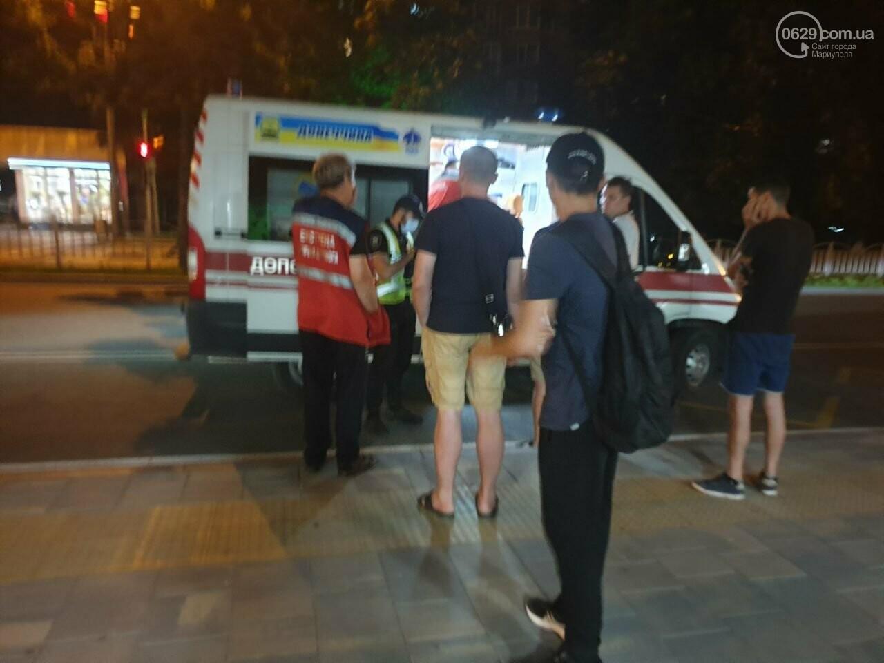 Кто виноват? В Мариуполе автомобиль на пешеходном переходе столкнулся с велосипедистом, - ФОТО, фото-6