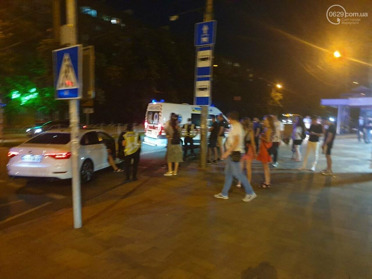 Кто виноват? В Мариуполе автомобиль на пешеходном переходе столкнулся с велосипедистом, - ФОТО, фото-8