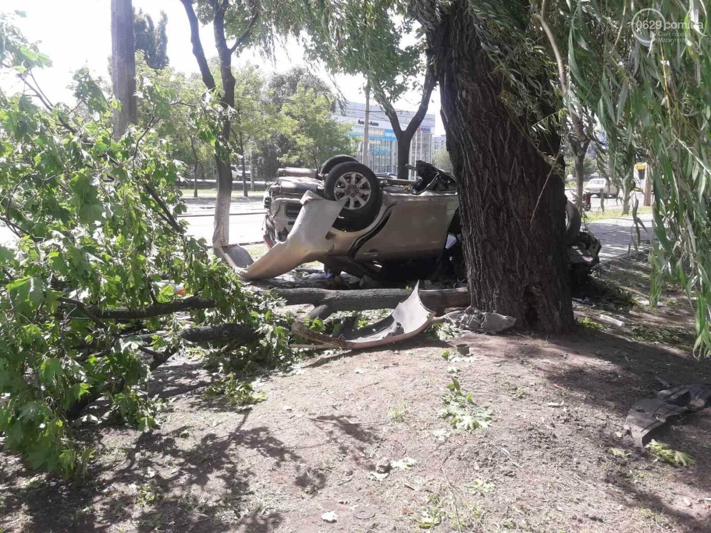В Мариуполе в районе 7-го проезда перевернулся автомобиль , фото-1