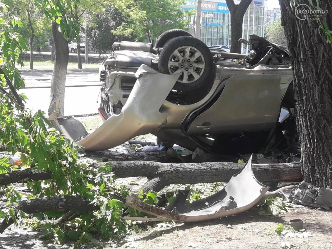 В Мариуполе в районе 7-го проезда перевернулся автомобиль , фото-2