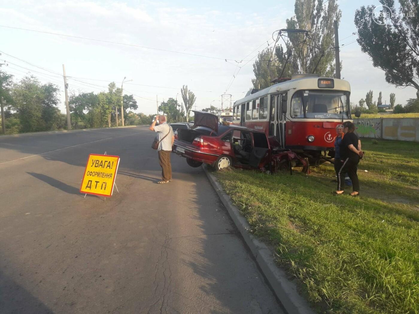 В Мариуполе Daewoo влетел в трамвай. Водитель легковушки серьезно пострадал, - ФОТО, фото-4