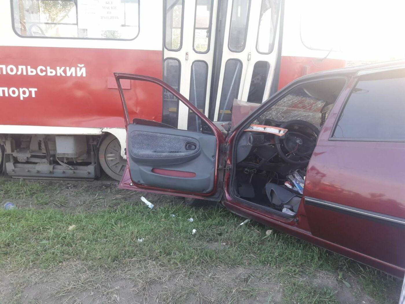 В Мариуполе Daewoo влетел в трамвай. Водитель легковушки серьезно пострадал, - ФОТО, фото-5