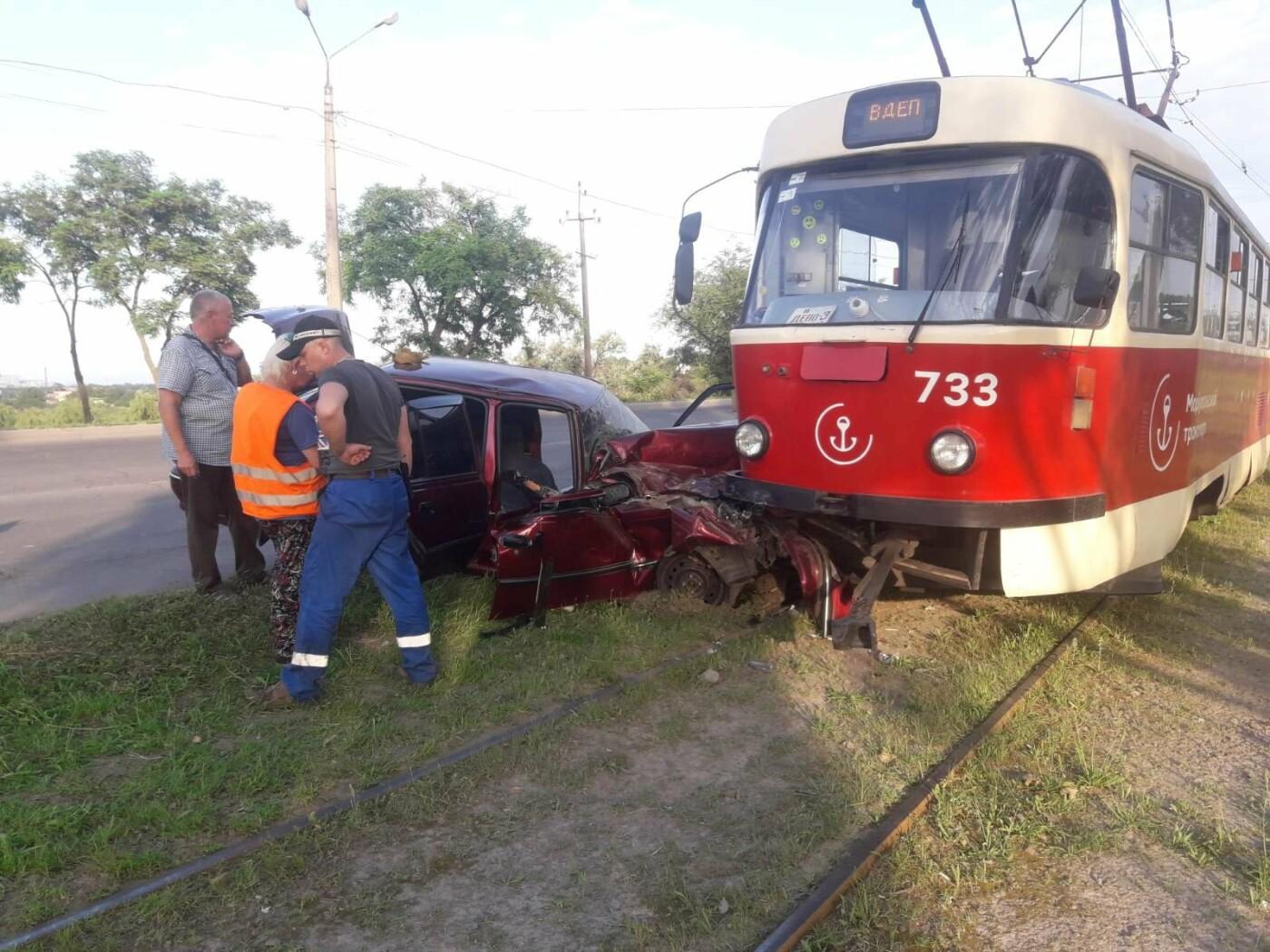 В Мариуполе Daewoo влетел в трамвай. Водитель легковушки серьезно пострадал, - ФОТО, фото-8