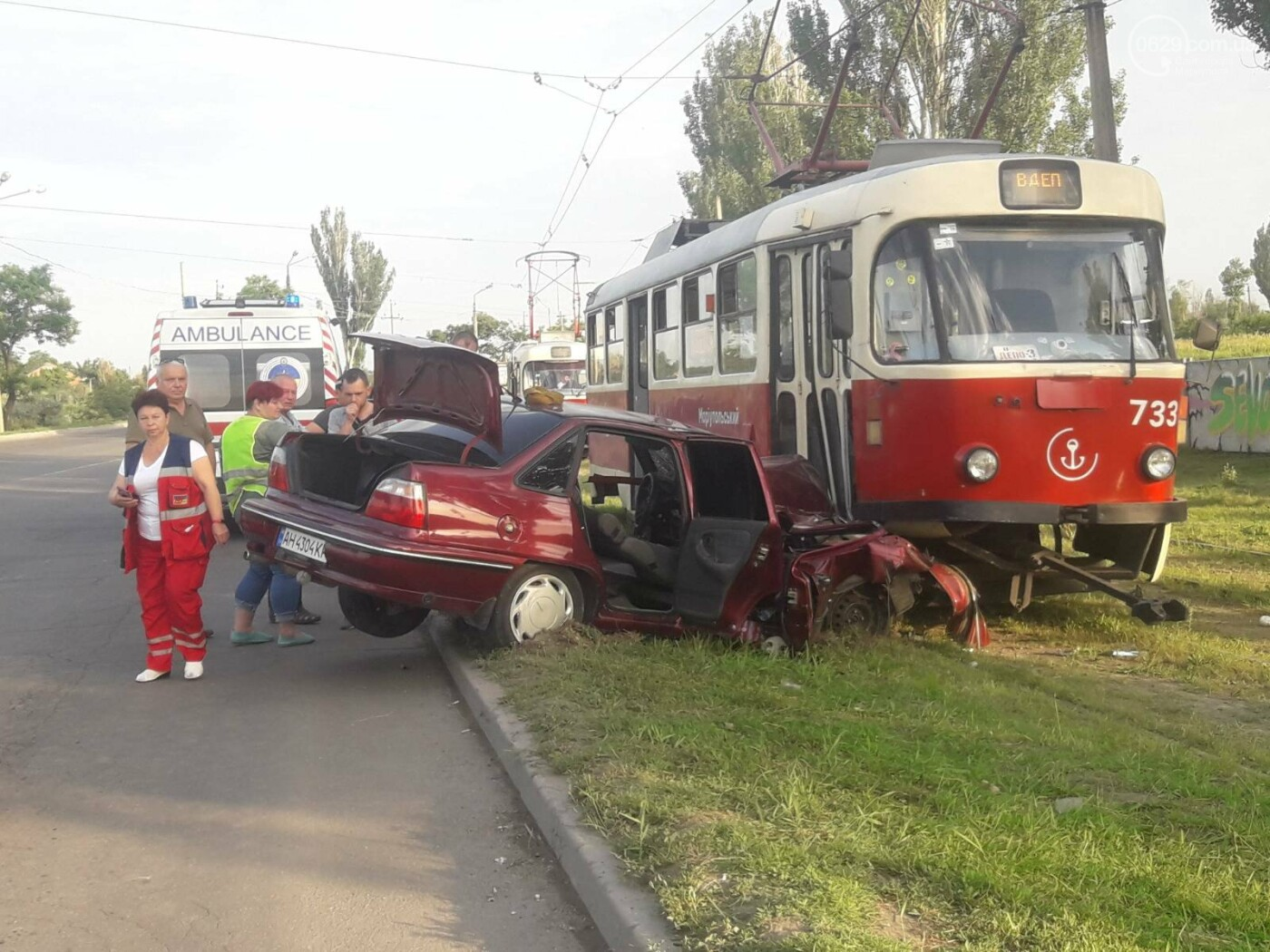 В Мариуполе Daewoo влетел в трамвай. Водитель легковушки серьезно пострадал, - ФОТО, фото-7