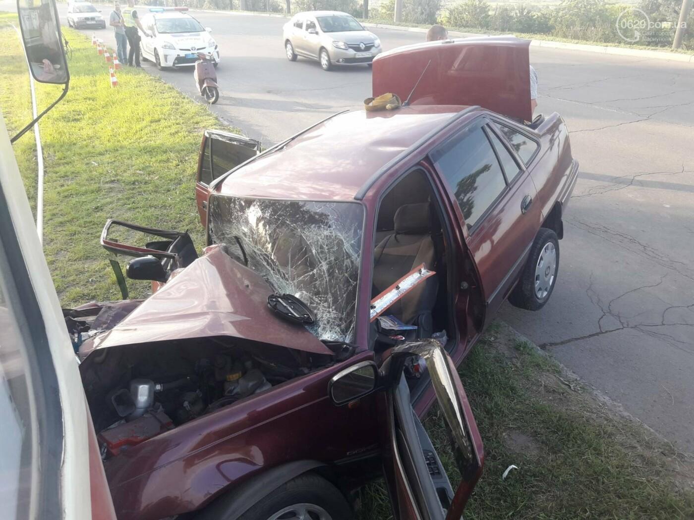 В Мариуполе Daewoo влетел в трамвай. Водитель легковушки серьезно пострадал, - ФОТО, фото-9