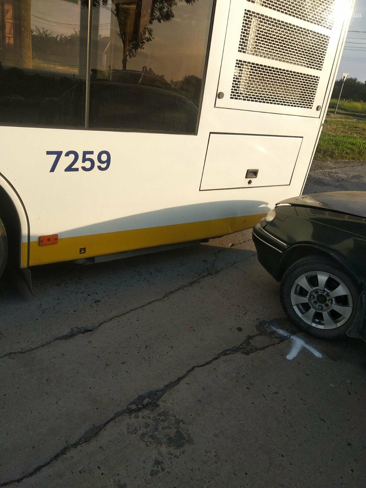 В Мариуполе Daewoo влетел в трамвай. Водитель легковушки серьезно пострадал, - ФОТО, фото-16
