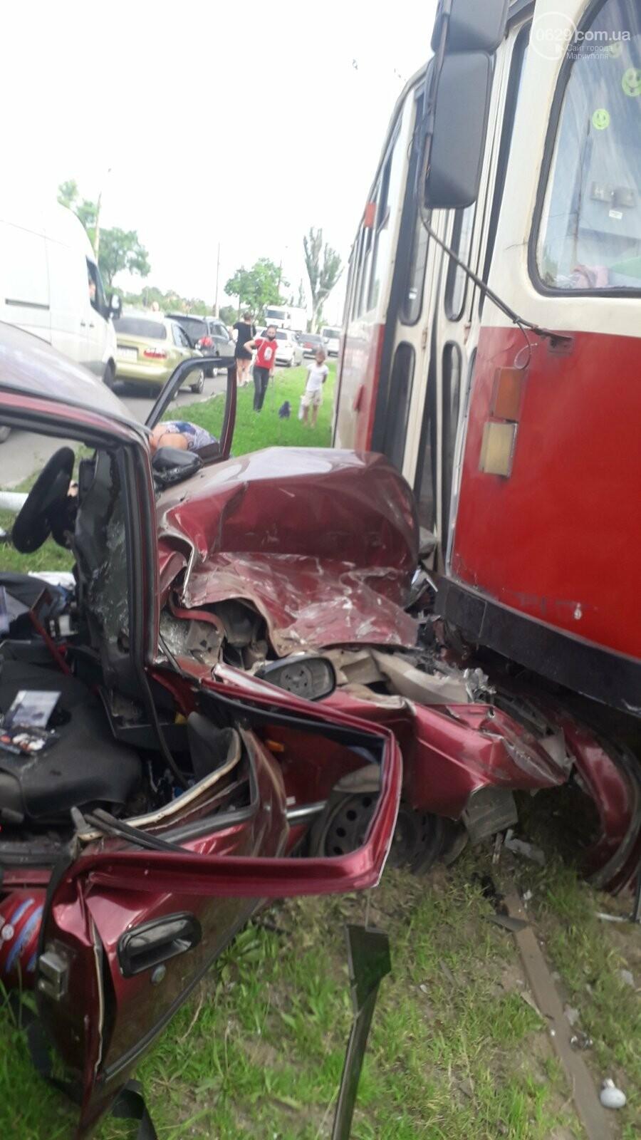В Мариуполе Daewoo влетел в трамвай. Водитель легковушки серьезно пострадал, - ФОТО, фото-11