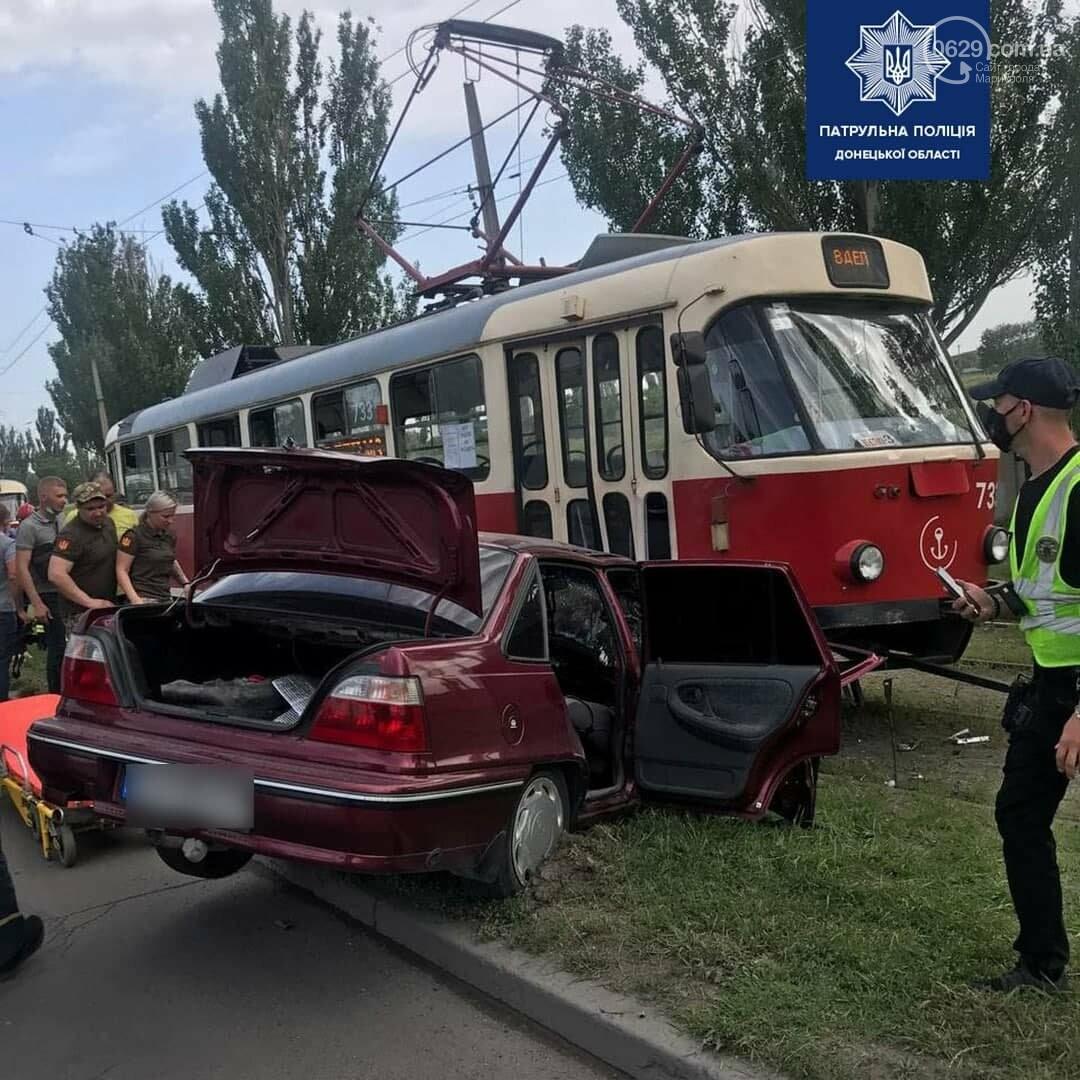 В Мариуполе Daewoo влетел в трамвай. Водитель легковушки серьезно пострадал, - ФОТО, фото-13