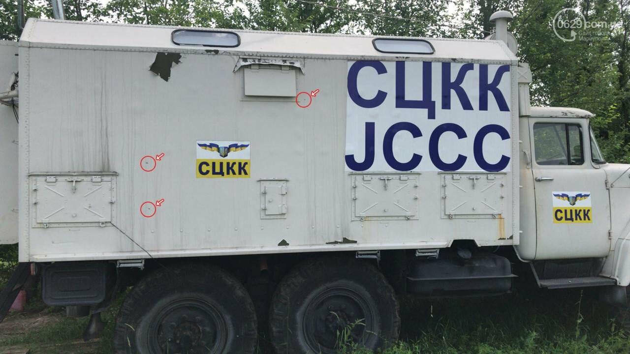 Донбасс в огне. Боевики обстреляли машину cовместного центра контроля на фронте и ранили бойца ВСУ, - ФОТО, фото-1