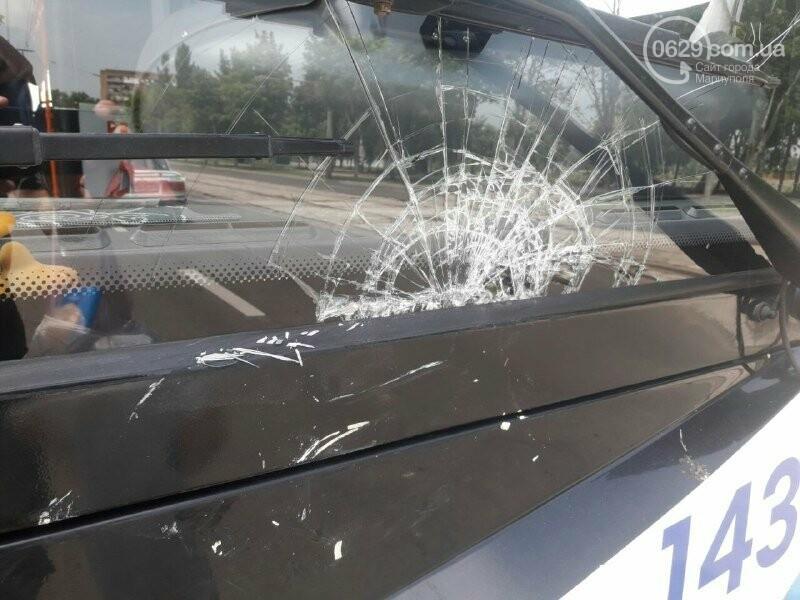 В Мариуполе иномарка врезалась в троллейбус, - ФОТО, фото-1