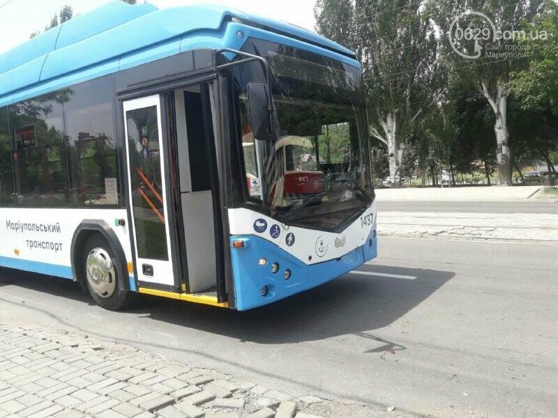 В Мариуполе иномарка врезалась в троллейбус, - ФОТО, фото-2