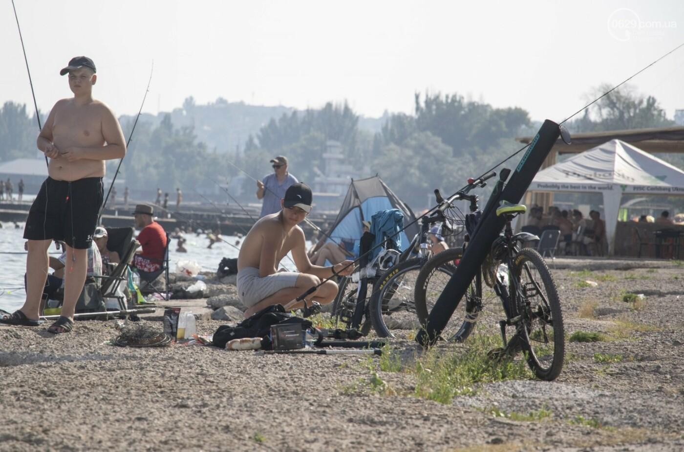 Море «закипело» от отдыхающих. Что творилось в Мариуполе на городских пляжах в выходные дни, - ФОТОРЕПОРТАЖ, фото-19