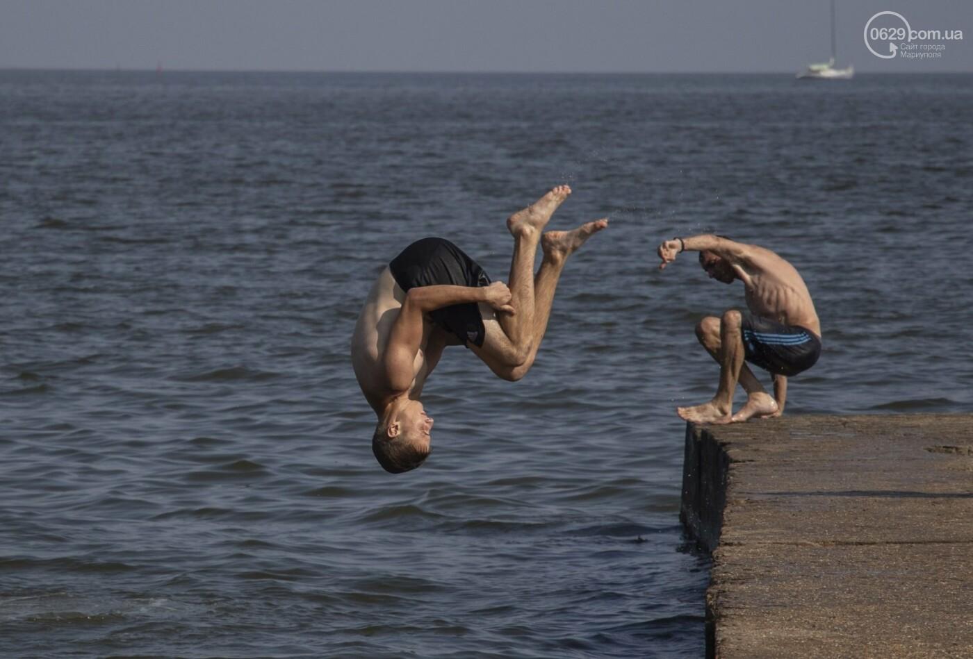 Море «закипело» от отдыхающих. Что творилось в Мариуполе на городских пляжах в выходные дни, - ФОТОРЕПОРТАЖ, фото-14