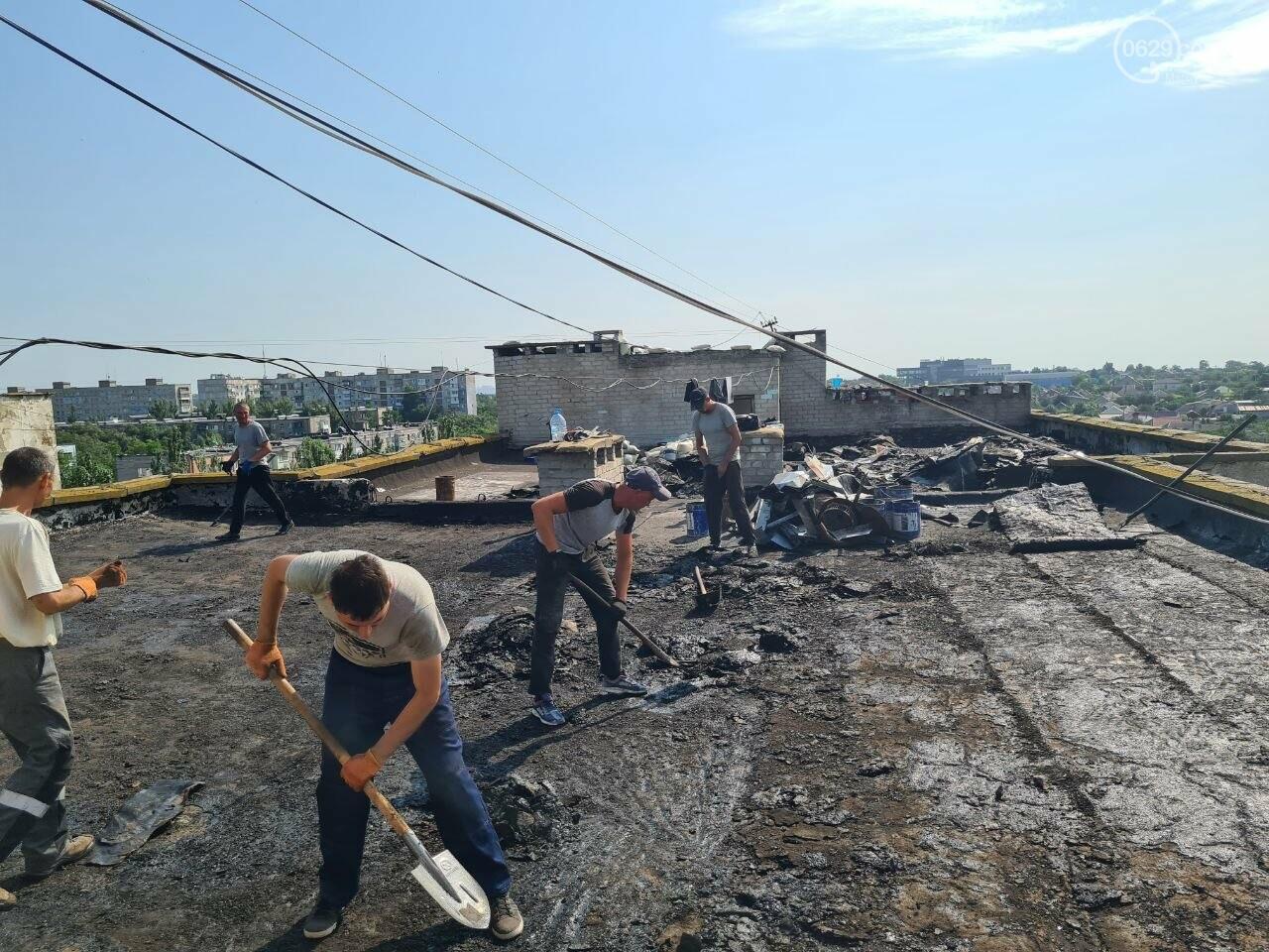 Эхо непогоды! В Мариуполе внепланово ремонтируют пострадавшую от ливня многоэтажку, - ФОТО, фото-7