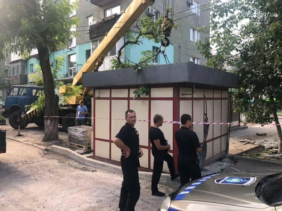 На улице Бахчиванджи со скандалом демонтировали киоск, - ФОТО, фото-2