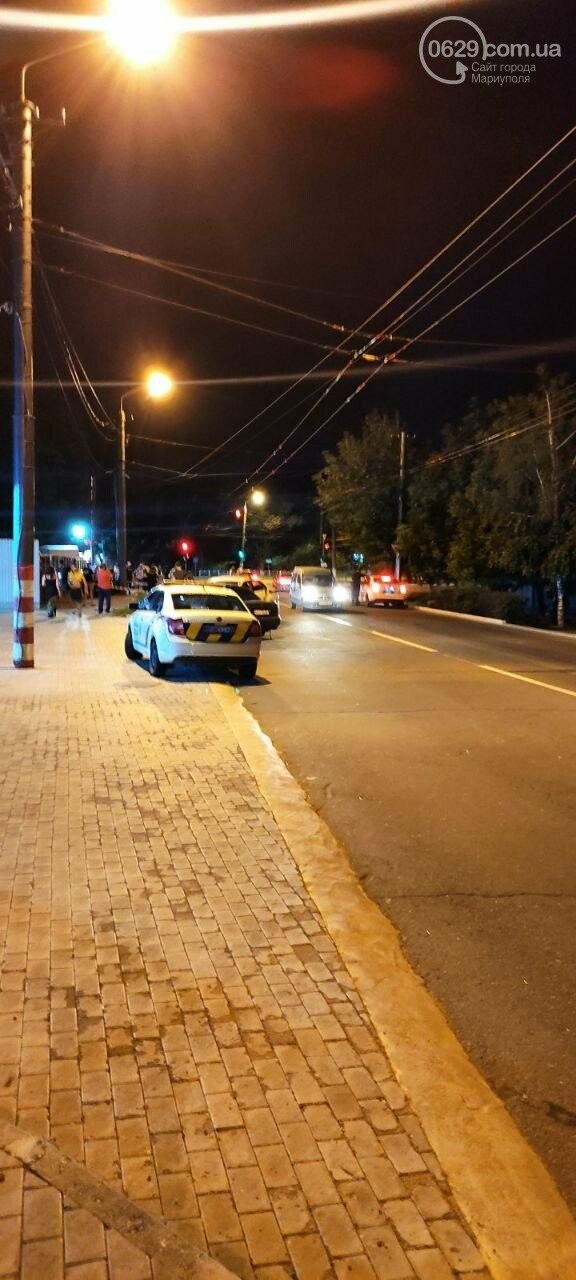 В Мариуполе пьяный водитель врезался в трансформаторную будку, забор автостоянки и столб. Двое пострадавших, - ФОТО , фото-3