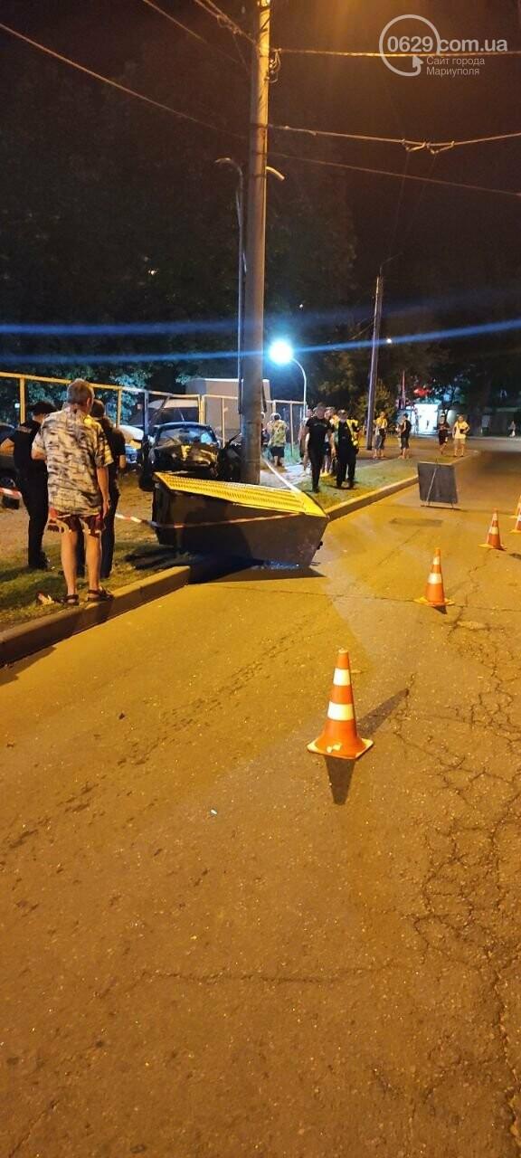 В Мариуполе пьяный водитель врезался в трансформаторную будку, забор автостоянки и столб. Двое пострадавших, - ФОТО , фото-6