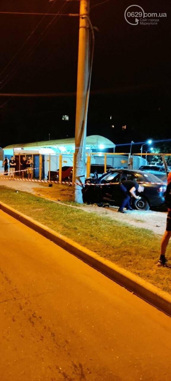 В Мариуполе пьяный водитель врезался в трансформаторную будку, забор автостоянки и столб. Двое пострадавших, - ФОТО , фото-9