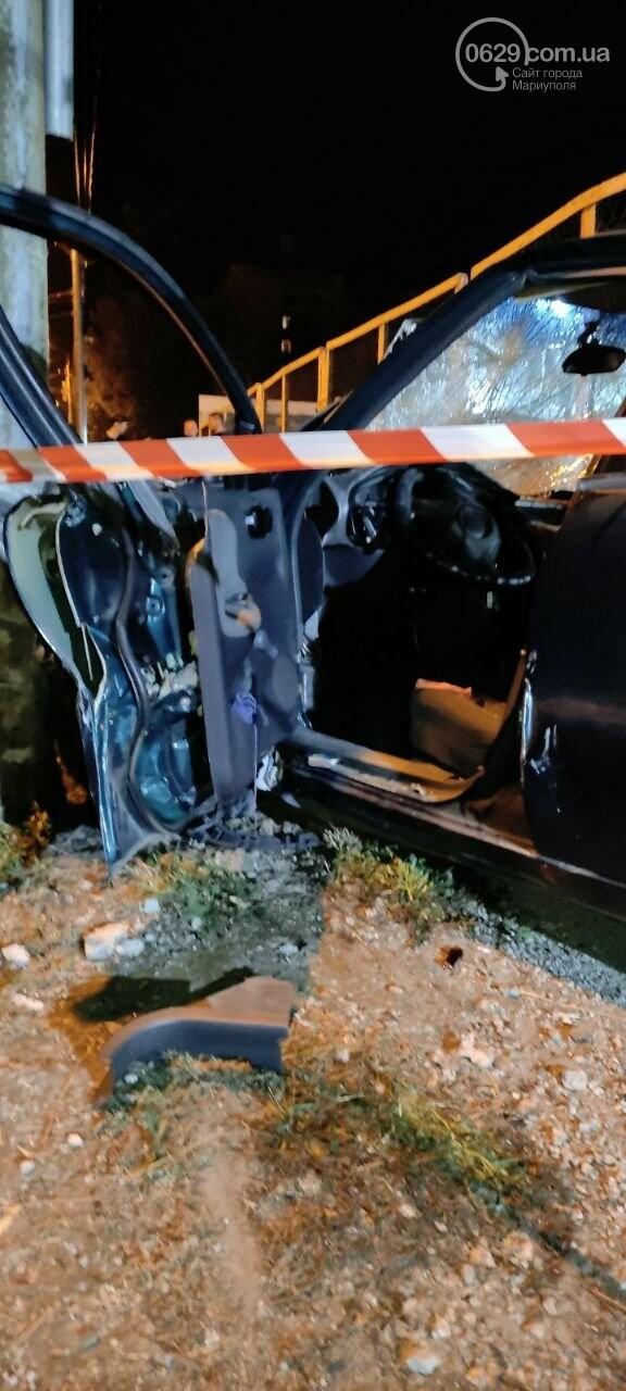 В Мариуполе пьяный водитель врезался в трансформаторную будку, забор автостоянки и столб. Двое пострадавших, - ФОТО , фото-12