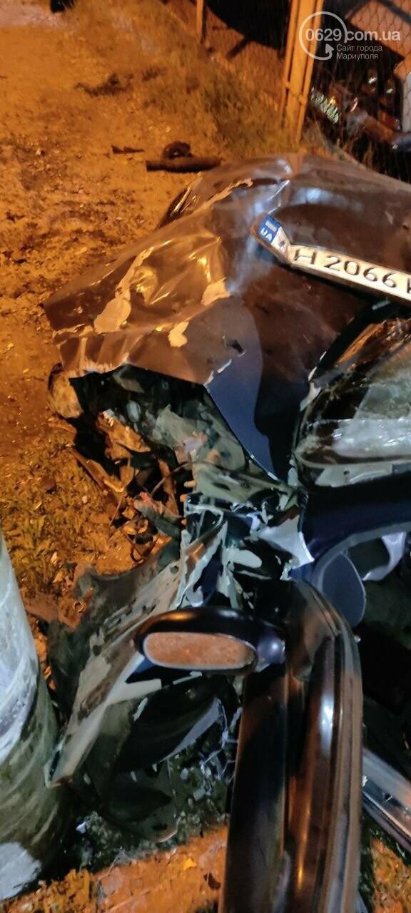 В Мариуполе пьяный водитель врезался в трансформаторную будку, забор автостоянки и столб. Двое пострадавших, - ФОТО , фото-13