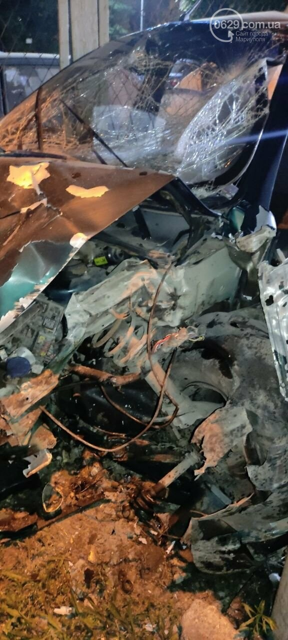 В Мариуполе пьяный водитель врезался в трансформаторную будку, забор автостоянки и столб. Двое пострадавших, - ФОТО , фото-14
