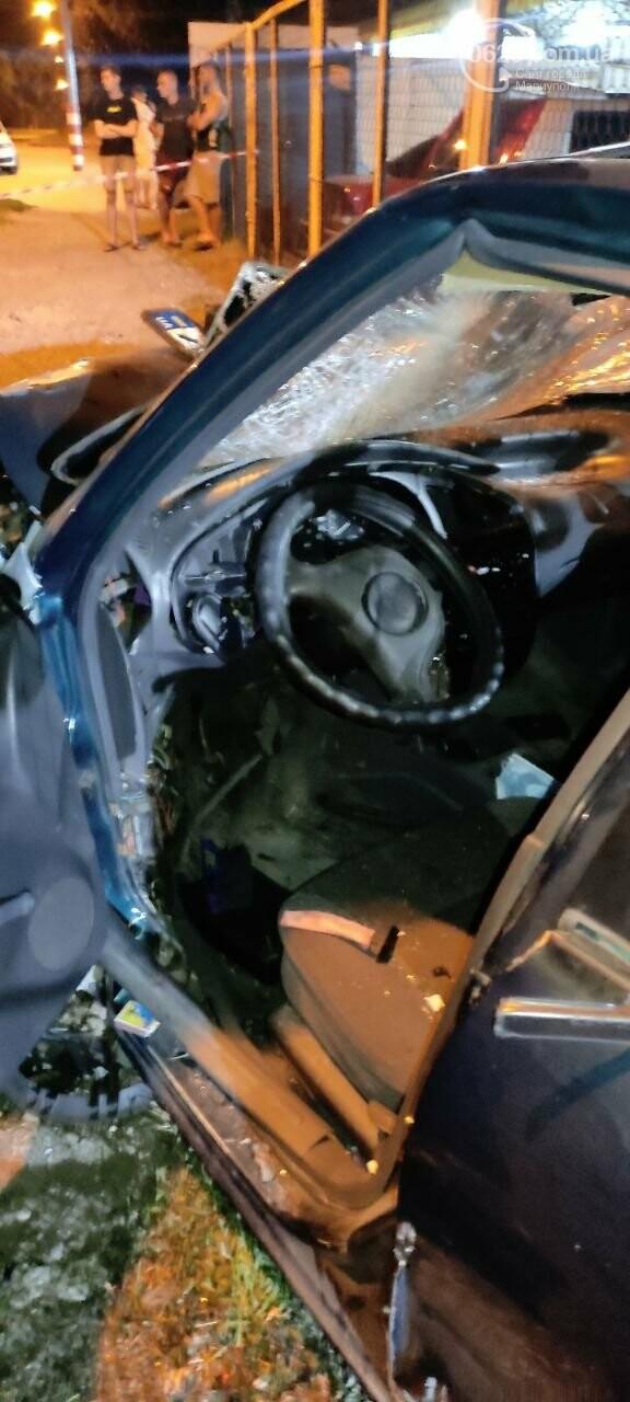 В Мариуполе пьяный водитель врезался в трансформаторную будку, забор автостоянки и столб. Двое пострадавших, - ФОТО , фото-16