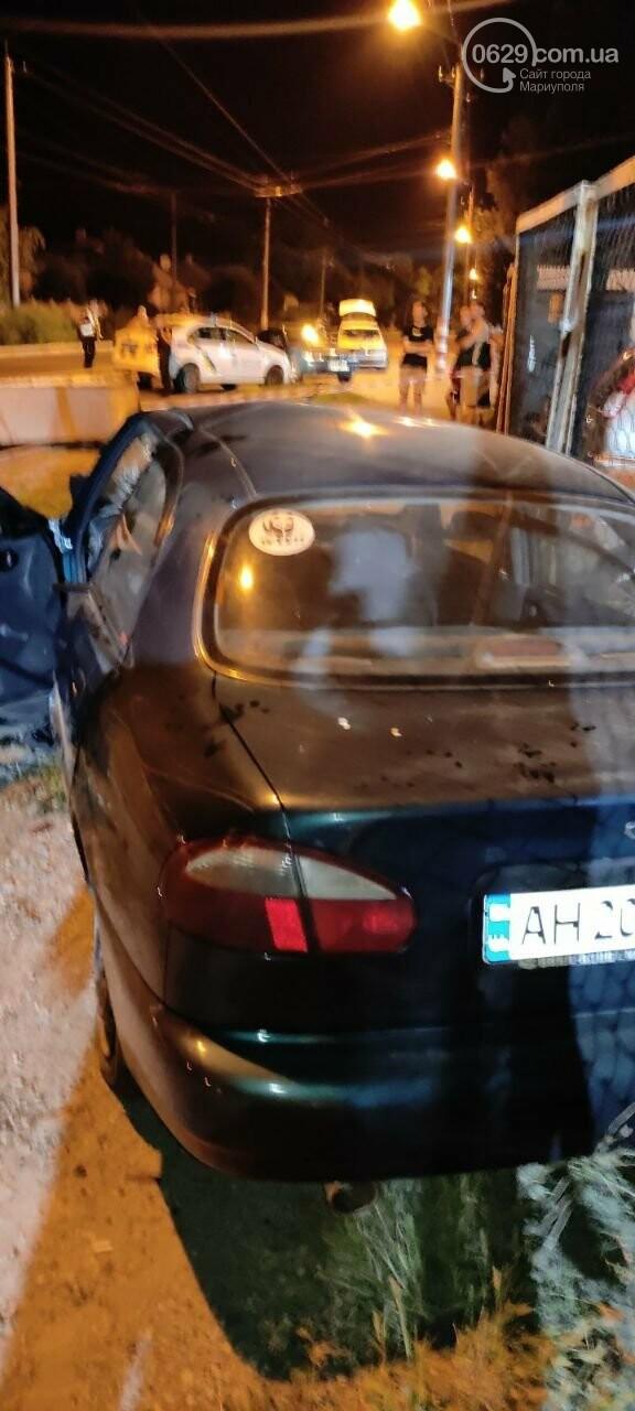 В Мариуполе пьяный водитель врезался в трансформаторную будку, забор автостоянки и столб. Двое пострадавших, - ФОТО , фото-17