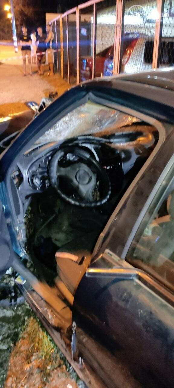 В Мариуполе пьяный водитель врезался в трансформаторную будку, забор автостоянки и столб. Двое пострадавших, - ФОТО , фото-10