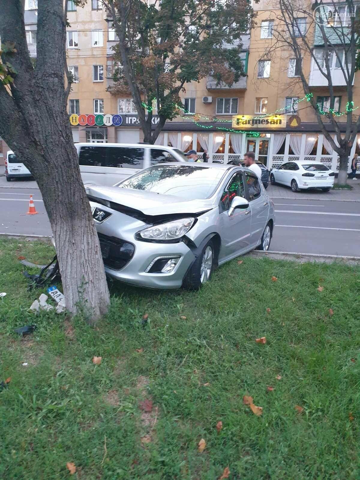 """В Мариуполе автомобиль """"Пежо"""" врезался в дерево, - ФОТО, фото-3"""