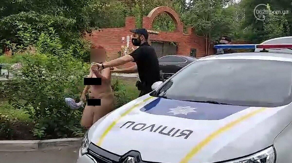 В Мариуполе голая женщина устроила шоу во дворе, - ФОТО, 18+, фото-1