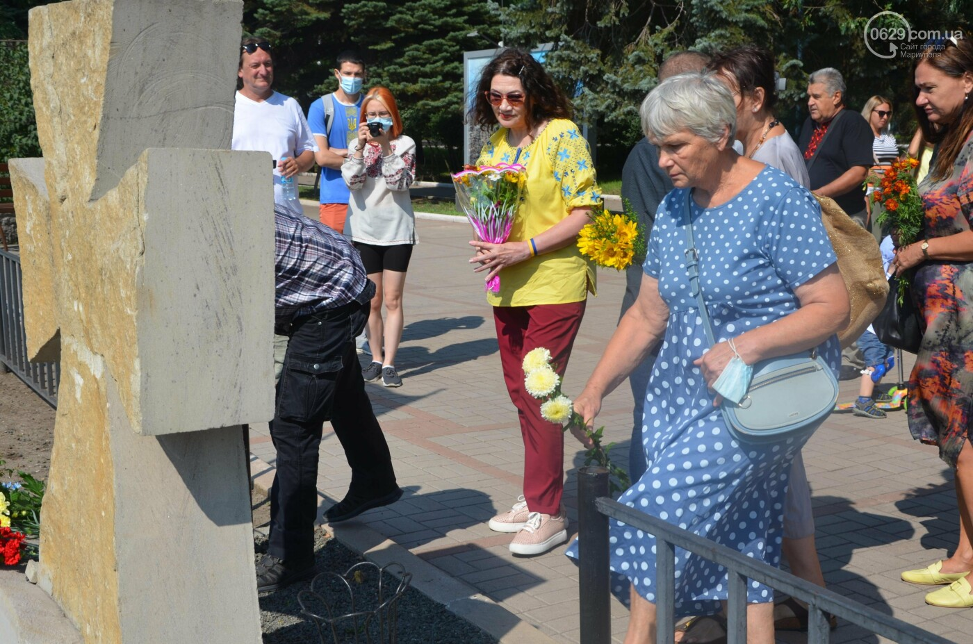 Мариупольцы на коленях почтили павших защитников Украины, - ФОТОРЕПОРТАЖ, фото-13