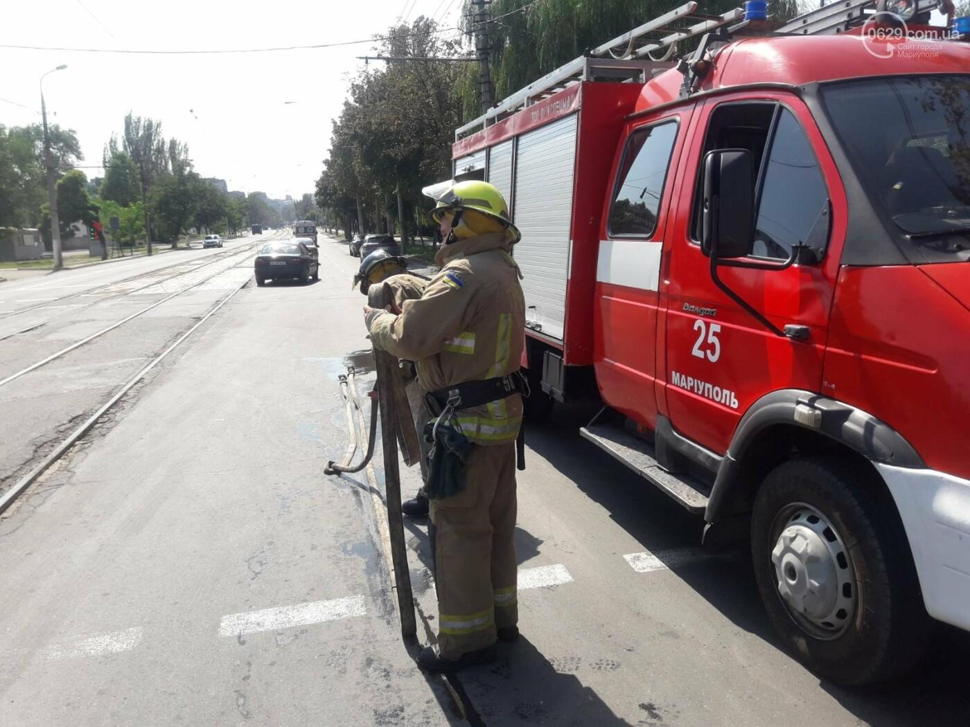 В Мариуполе на перекрестке перевернулся автомобиль военных медиков, - ФОТО, фото-4