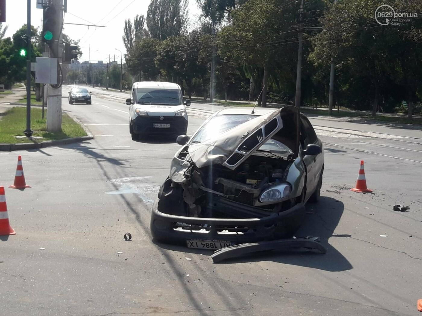 В Мариуполе на перекрестке перевернулся автомобиль военных медиков, - ФОТО, фото-5