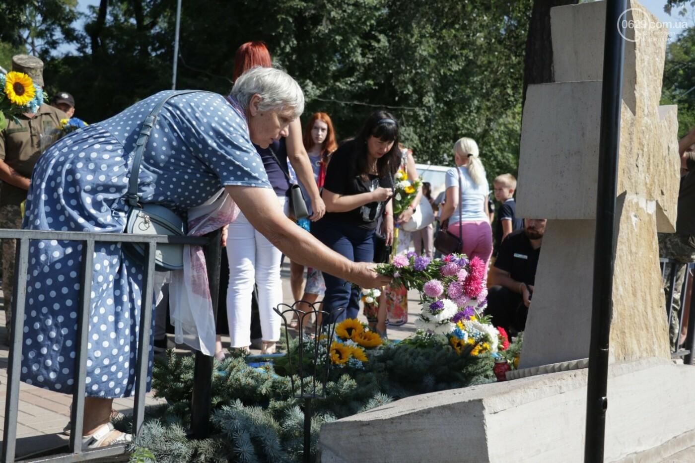 Общенациональная минута молчания. Как в Мариуполе почтили память защитников Украины, - ФОТОРЕПОРТАЖ, фото-4