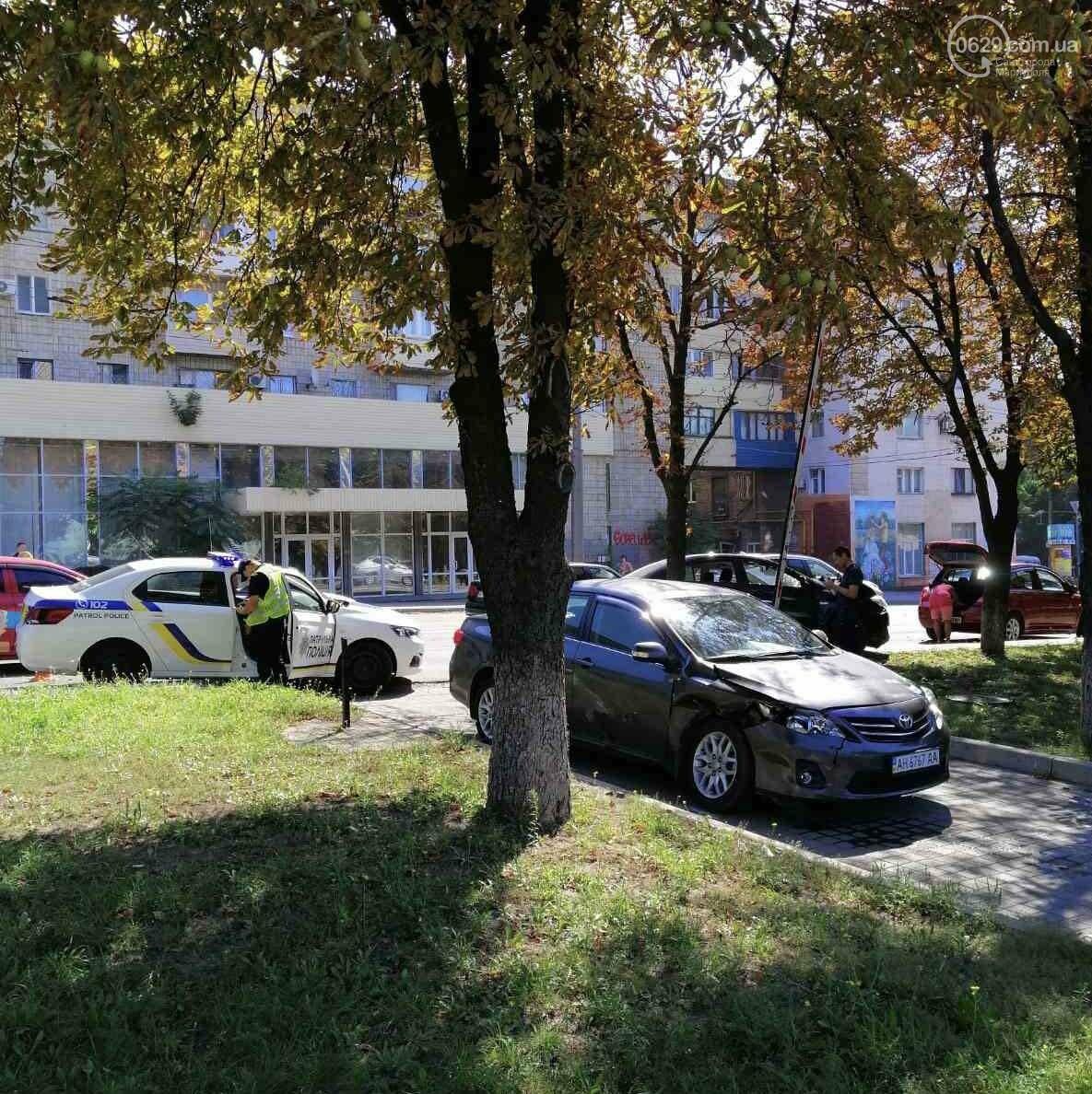 В центре Мариуполя столкнулись два автомобиля. Есть пострадавшие, - ФОТО, ВИДЕО, фото-3