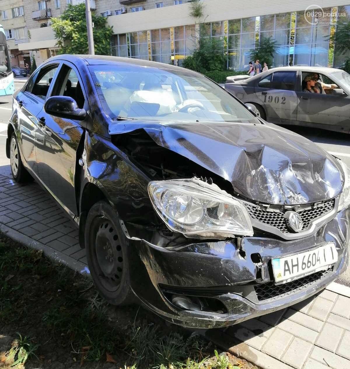 В центре Мариуполя столкнулись два автомобиля. Есть пострадавшие, - ФОТО, ВИДЕО, фото-5