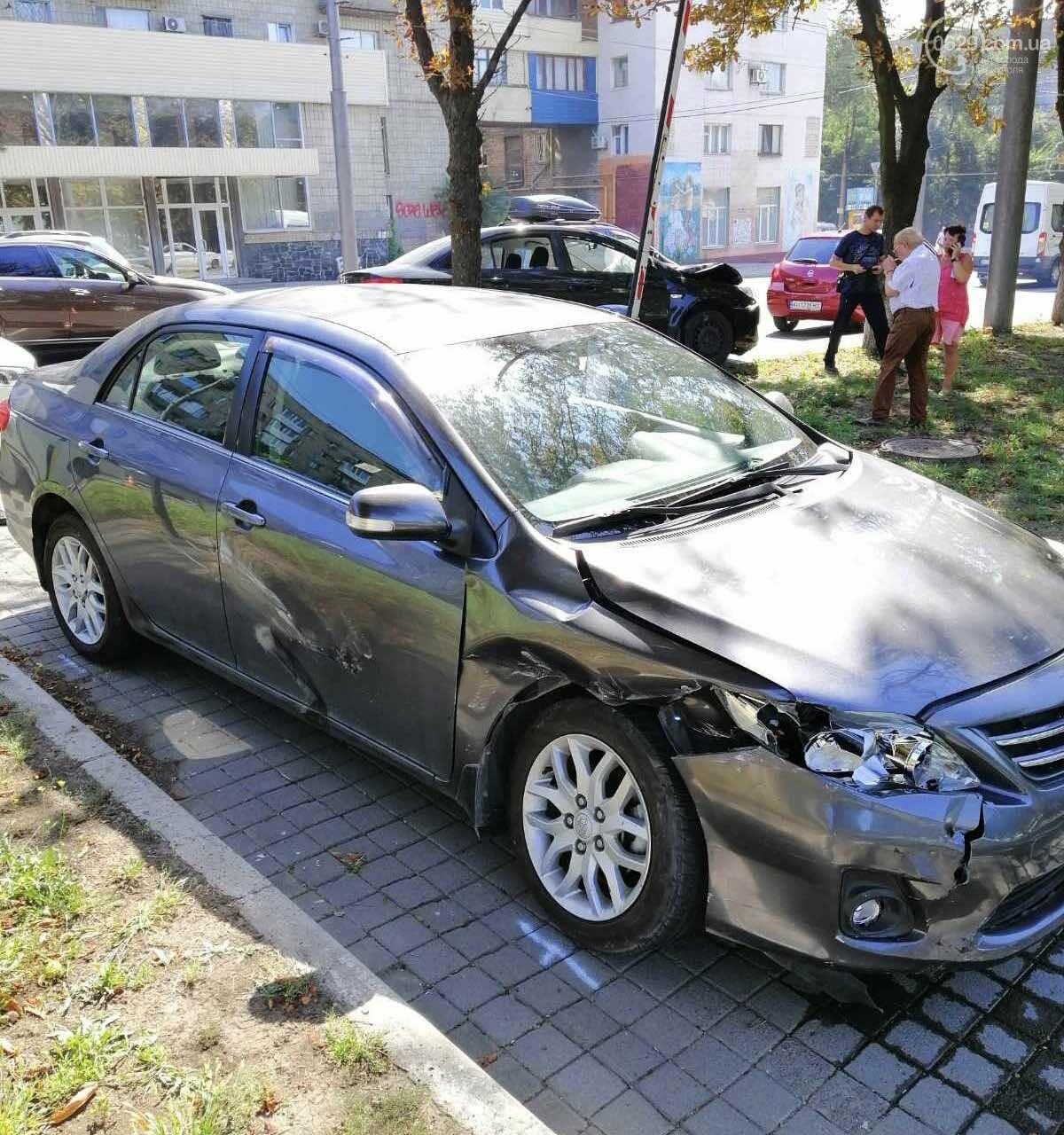 В центре Мариуполя столкнулись два автомобиля. Есть пострадавшие, - ФОТО, ВИДЕО, фото-6