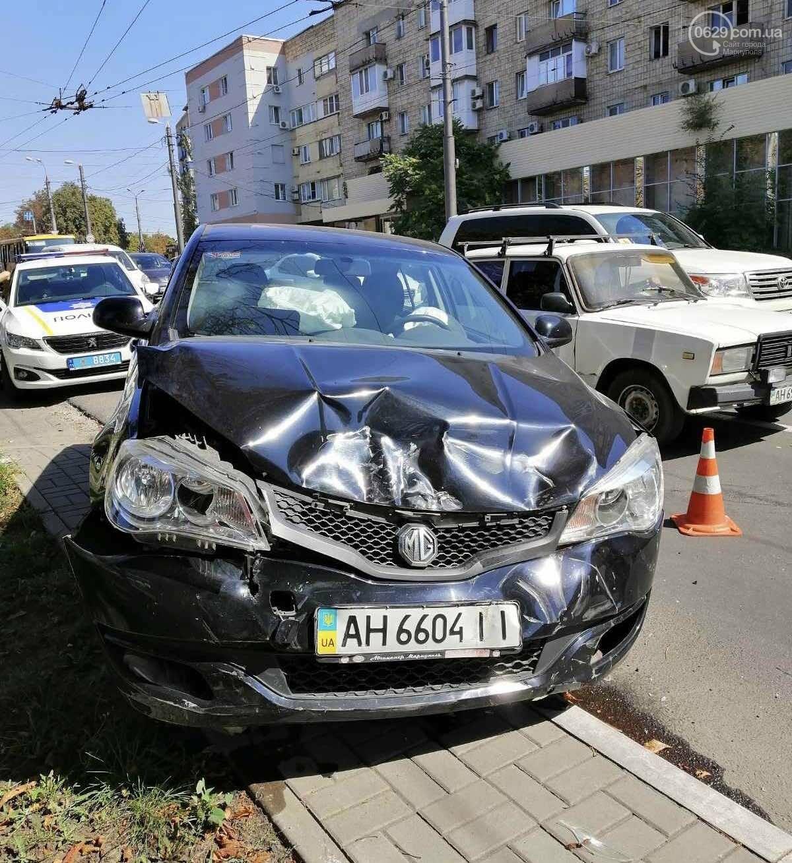 В центре Мариуполя столкнулись два автомобиля. Есть пострадавшие, - ФОТО, ВИДЕО, фото-7