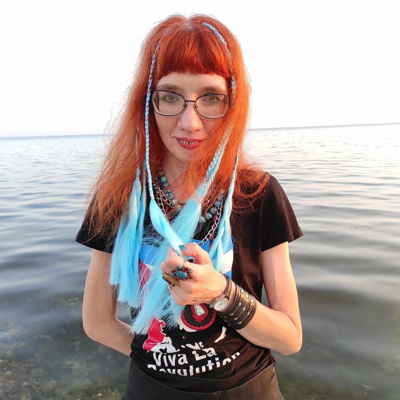 Пела про «великую Россию», но переехала в Мариуполь. Почему переселенка уволилась из Дома творчества, фото-1