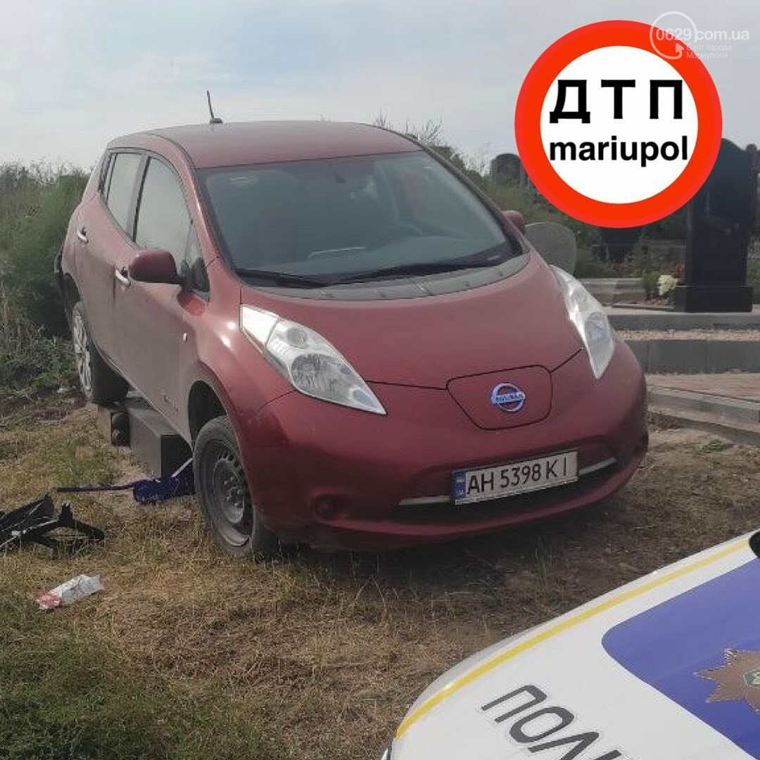Мариуполец на машине сбил памятник, - ФОТО , фото-2