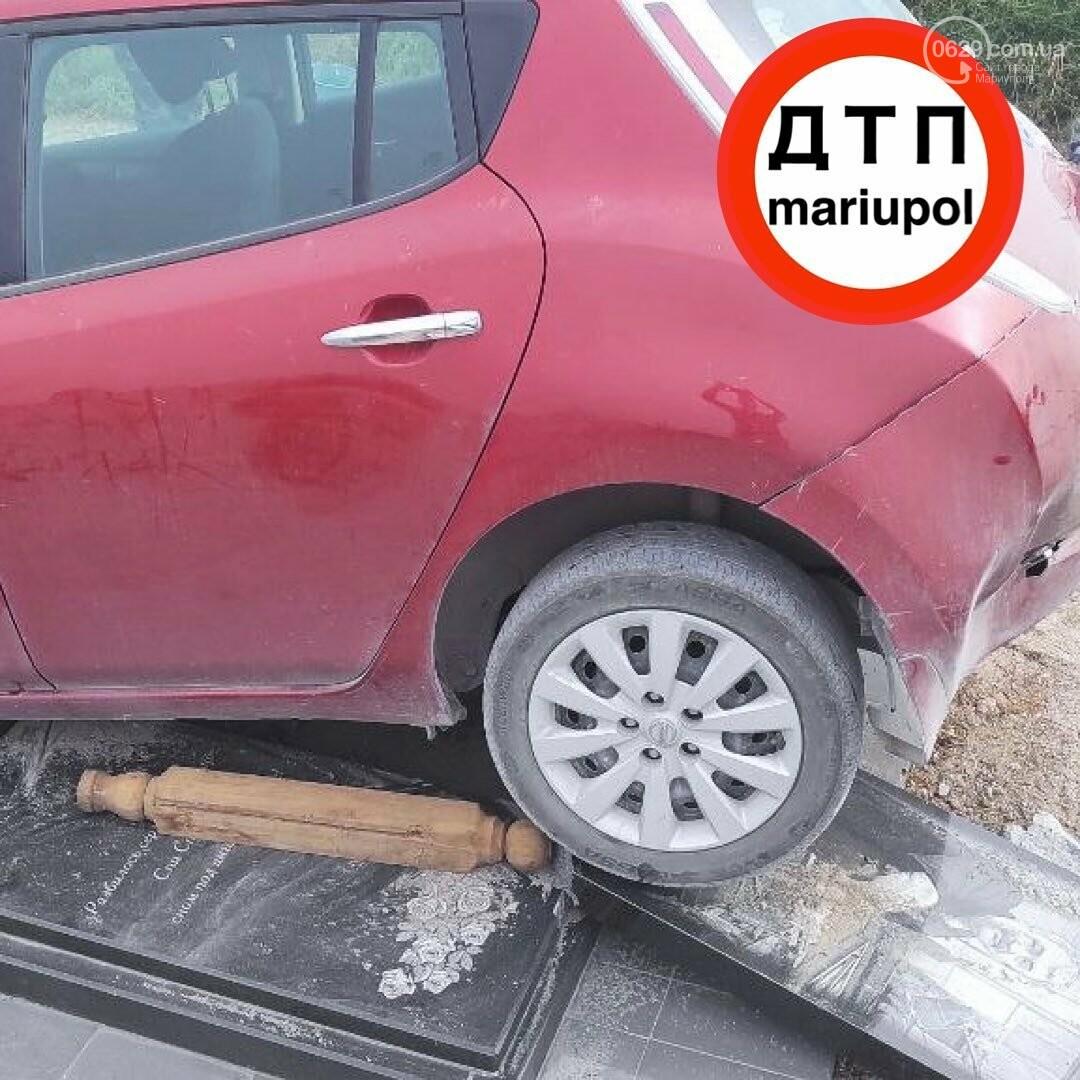 Мариуполец на машине сбил памятник, - ФОТО , фото-1