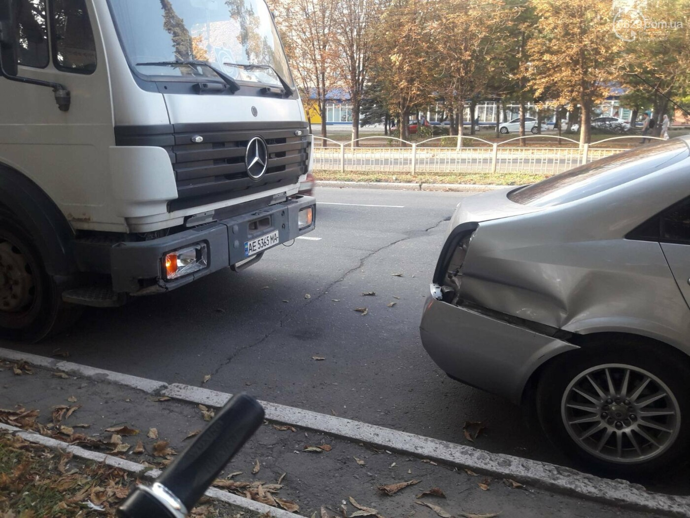 В Мариуполе грузовик догнал легковушку, - ФОТО, фото-5